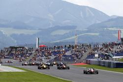 Départ : Felix Rosenqvist, Prema Powerteam Dallara Mercedes-Benz, prend la tête