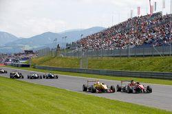 Lance Stroll, Prema PowerTeam Dallara Mercedes-Benzve Antonio Giovinazzi, Jagonya Ayam ile Carlin D