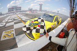 Il vincitore Matt Kenseth, Joe Gibbs Racing festeggia
