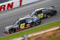 A.J. Allmendinger, JTG Daugherty Racing Chevrolet y Landon Cassill, Hillman Circle Sport LLC Chevrol
