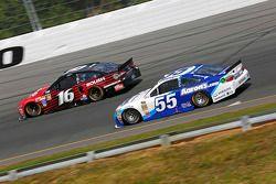 Greg Biffle, Roush Fenway Racing Ford ve David Ragan, Michael Waltrip Racing Toyota