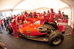 Esteban Gutiérrez, Ferrari F60 en el garaje de Ferrari