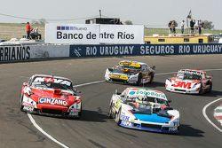 Emiliano Spataro, UR Racing Dodge y Matias Rossi, Donto Racing Chevrolet y Leonel Pernia, Las Toscas