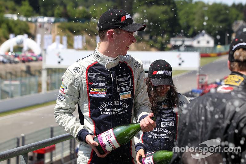 Jamie Chadwick and Ross Gunn, Beechdean Aston Martin GT4 Challenge