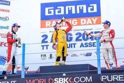 Подиум: Укио Сасахара, ART, второй, Дрис Вантхор, Josef Kaufmann Racing, победитель и Кевин Йорг, Jo