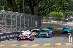 Craig Lowndes leads the field on the opening lap, Triple Eight Race Engineering Holden
