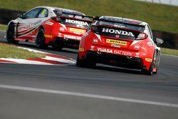 Gordon Shedden, Honda Yuasa Racing and Matt Neal, Honda Racing Civic Type R