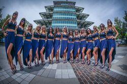 Chica Red Bull delante de la pagoda