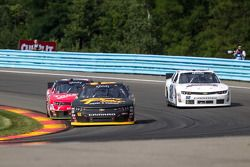 Brendan Gaughan, Richard Childress Racing Chevrolet y Regan Smith, JR Motorsports Chevrolet