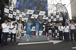 Podio: Ganador Chaz Mostert, Prodrive Racing Ford Australia. segundo lugar de Scott McLaughlin, Garr