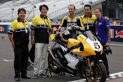Colin Edwards reprend la piste pour les 60 ans de Yamaha
