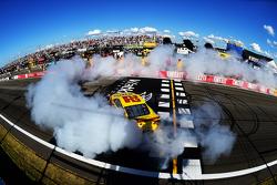 Победитель гонки: Джой Логано, Team Penske Ford