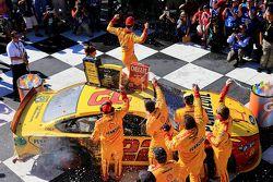 El ganador: Joey Logano, Team Penske Ford
