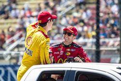 Joey Logano, Team Penske y Jamie McMurray, Chip Ganassi Racing