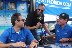 Motorsport.com's Guy Cosmo with Michael Valiante and Richard Westbrook