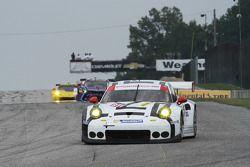 Porsche 911 RSR команды Porsche Team North America: Ник Тэнди, Патрик Пиле