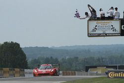 Corvette DP команды Action Express Racing : Эрик Каррен, Дейн Кэмерон. Победа