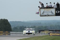 #33 Riley Motorsports SRT Viper GT3-R: Ben Keating, Jeroen Bleekemolen takes the GTD class win