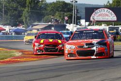 Джастин Алгайер, HScott Motorsports Chevrolet и Джейми МакМарри, Chip Ganassi Racing Chevrolet