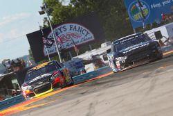 Ricky Stenhouse Jr., Roush Fenway Racing Ford and Jeff Gordon, Hendrick Motorsports Chevrolet