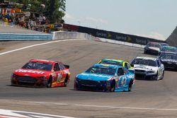 Greg Biffle, Roush Fenway Racing Ford y Aric Almirola, Richard Petty Motorsports Ford