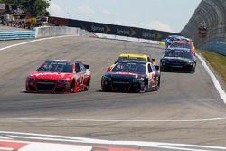 Kurt Busch, Stewart-Haas Racing Chevrolet y Austin Dillon, Richard Childress Racing Chevrolet