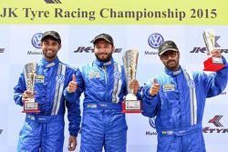 Podio: il vincitore Karminder Singh, secondo Anindith Reddy, terzo Sahil Gahuri
