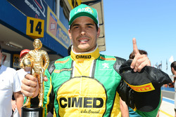 Marcos Garcia con la pole y lleva el trofeo Ayrton Senna