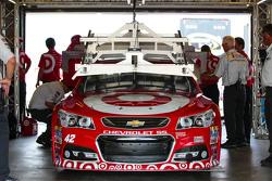 Kyle Larson, Chip Ganassi Racing Chevrolet pasa por la inspección tecnología