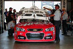 Kurt Busch, Stewart-Haas Racing Chevrolet ile teknik inceleme altında
