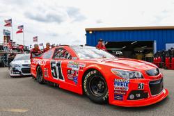 Justin Allgaier, HScott Motorsports Chevrolet pasa por la inspección tecnología