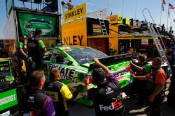 backup mobil dari Kyle Busch, Joe Gibbs Racing Toyota is pulled from hauler