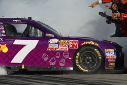 Победитель гонки Реган Смит, JR Motorsports Chevrolet