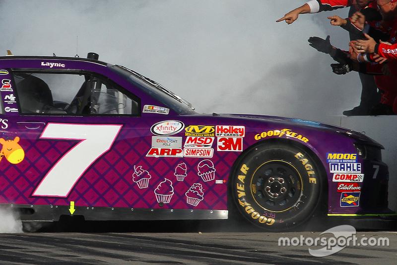 Ganador de la carrera Regan Smith, JR Motorsports Chevrolet