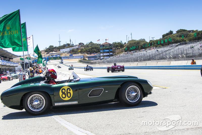 Между тем, в 50-е в Америке возник интерес к гонкам спортивных машин. Многие могли позволить себе быстрые автомобили и пробовали выступать на них в соревнованиях.