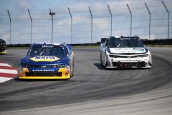 Chase Elliott, JR Motorsports Chevrolet y Brian Scott, Richard Childress Racing Chevrolet