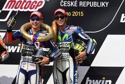 Kazanan: Jorge Lorenzo, Yamaha Fabrika Takımı ve üçüncü Valentino Rossi, Yamaha Fabrika Takımı