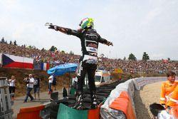 Le vainqueur Johann Zarco, Ajo Motorsport célèbre sa victoire