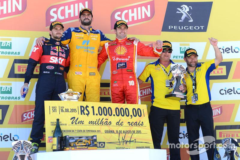 Podium: el ganador, Thiago Camilo, segundo lugar, Daniel Serra, tercer lugar, Ricardo Zonta