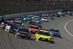 Ripartenza: Austin Dillon, Richard Childress Racing Chevrolet e Matt Kenseth, Joe Gibbs Racing Toyot