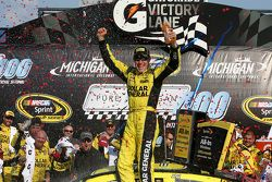 Il vincitore Matt Kenseth, Joe Gibbs Racing Toyota