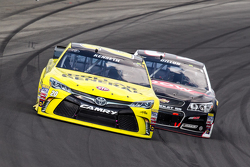 Matt Kenseth, Joe Gibbs Racing Toyota y Austin Dillon, Richard Childress Racing Chevrolet
