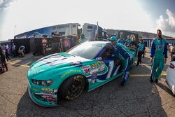 Ricky Stenhouse Jr.'ın aracı, Roush Fenway Racing Ford, tıra yükleniyor