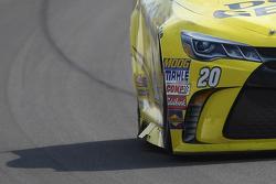 Matt Kenseth, Joe Gibbs Racing Toyota, yan kanatçıkla ilerliyor