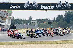 El inicio: Jorge Lorenzo, Yamaha Factory Racing leads