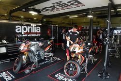 Le garage Aprilia Racing