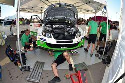 Umberto Scandola, Skoda Motorsport, meccanici a lavoro sulla vettura