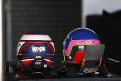 Stéphane Sarrazin ve Jacques Villeneuve'ün kaskları