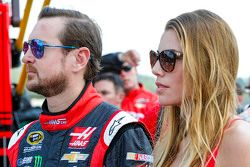 Kurt Busch, Stewart-Haas Racing Chevrolet con la suaa fidanzata Ashley Van Metre
