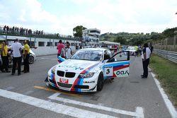 La BMW 320 E46 S2.0 di Stefano Valli e Vincenzo Montalbano, Zerocinque Motorsport, sulla griglia di